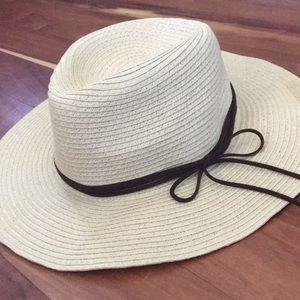 Forever 21 Straw sun hat-never worn!